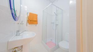 Guest house Aquarel, Penzióny  Goryachiy Klyuch - big - 36