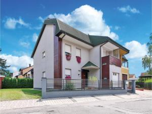 Five-Bedroom Holiday Home in V..