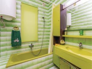 Apartment Malinska with Sea View I, Appartamenti  Malinska - big - 3