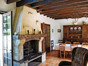 Holiday home A. Pouchiou, Case vacanze  Garrosse - big - 2