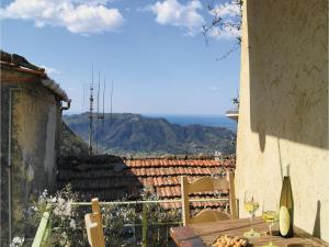 Three-Bedroom Holiday home Metato Camaiore LU with Sea View 02, Holiday homes  Casoli - big - 1