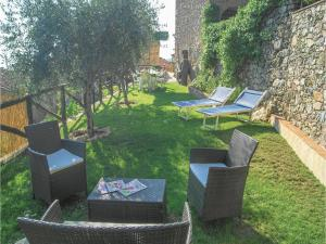 Three-Bedroom Holiday home Metato Camaiore LU with Sea View 02, Holiday homes  Casoli - big - 26