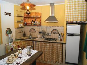 Three-Bedroom Holiday home Metato Camaiore LU with Sea View 02, Holiday homes  Casoli - big - 25
