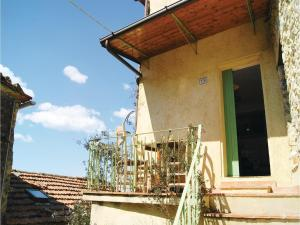 Three-Bedroom Holiday home Metato Camaiore LU with Sea View 02, Holiday homes  Casoli - big - 15