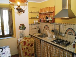 Three-Bedroom Holiday home Metato Camaiore LU with Sea View 02, Prázdninové domy  Casoli - big - 23