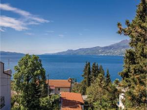 Two-Bedroom Apartment with Sea View in Rijeka, Апартаменты  Turan - big - 30