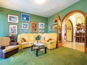 Two-Bedroom Apartment with Sea View in Rijeka, Appartamenti  Turan - big - 12