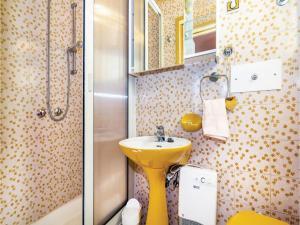 Two-Bedroom Apartment with Sea View in Rijeka, Appartamenti  Turan - big - 18