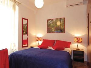 Three-Bedroom Holiday home in Split, Dovolenkové domy  Split - big - 1