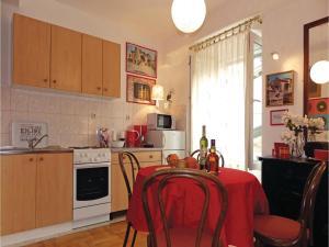 Three-Bedroom Holiday home in Split, Dovolenkové domy  Split - big - 22
