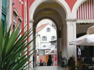 Three-Bedroom Holiday home in Split, Dovolenkové domy  Split - big - 5
