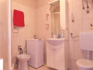 Three-Bedroom Holiday home in Split, Dovolenkové domy  Split - big - 13