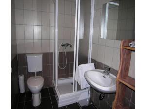Apartment Gagarin -Keszthely, Apartmanok   - big - 10