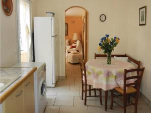 Four-Bedroom Holiday home Sainte Maxime with a Fireplace 08, Holiday homes  Sainte-Maxime - big - 15