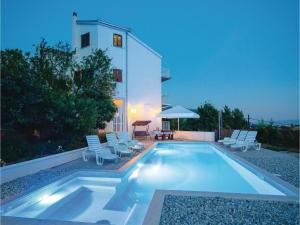 Four-Bedroom Apartment Klis with Sea view 07