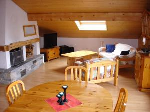 Chalet Sunneschyn, Apartments  Schwanden - big - 12