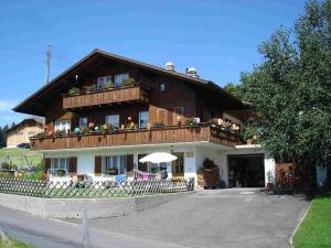 Chalet Sunneschyn, Apartments  Schwanden - big - 1