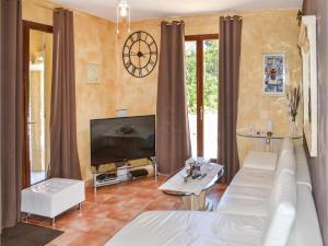 Three-Bedroom Holiday Home in Meounes Les Montrieux, Дома для отпуска  Méounes-lès-Montrieux - big - 2