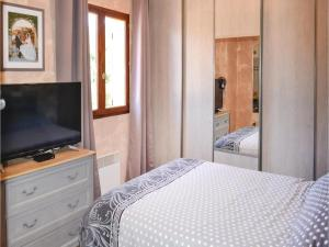 Three-Bedroom Holiday Home in Meounes Les Montrieux, Holiday homes  Méounes-lès-Montrieux - big - 5