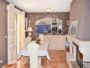 Three-Bedroom Holiday Home in Meounes Les Montrieux, Дома для отпуска  Méounes-lès-Montrieux - big - 7