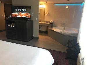 King Room with Spa Bath
