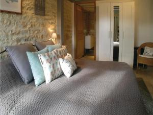 Four-Bedroom Holiday Home in Genouille, Case vacanze  Génouillé - big - 8
