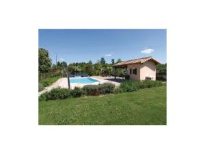 Four-Bedroom Holiday Home in Genouille, Holiday homes  Génouillé - big - 18