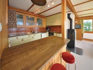Chalet Haselmuus, Holiday homes  Beatenberg - big - 3