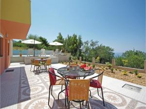 Apartment Makarska with Sea View XII, Апартаменты  Макарска - big - 18