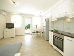 Apartment Makarska with Sea View XII, Апартаменты  Макарска - big - 16