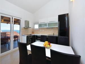 Apartment Podstrana with Sea View VI, Apartmány  Podstrana - big - 16