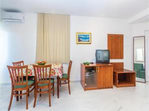 One-Bedroom Apartment in Sveti Juraj, Ferienwohnungen  Sveti Juraj - big - 12