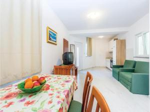 One-Bedroom Apartment in Sveti Juraj, Ferienwohnungen  Sveti Juraj - big - 11