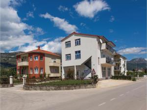 Three-Bedroom Apartment in Kastel Novi, Apartmanok  Kaštela - big - 8