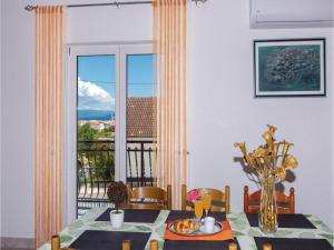 Three-Bedroom Apartment in Kastel Novi, Apartmanok  Kaštela - big - 11