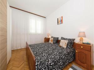 Three-Bedroom Apartment in Kastel Novi, Apartmanok  Kaštela - big - 13
