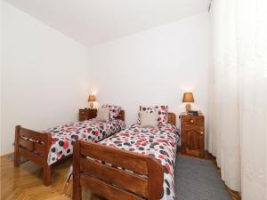 Three-Bedroom Apartment in Kastel Novi, Апартаменты  Каштела - big - 16