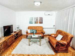 Five-Bedroom Holiday Home in Prolozac Donji, Holiday homes  Donji Proložac - big - 4