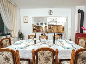 Five-Bedroom Holiday Home in Prolozac Donji, Holiday homes  Donji Proložac - big - 31