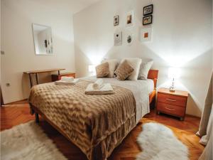 Five-Bedroom Holiday Home in Prolozac Donji, Holiday homes  Donji Proložac - big - 2