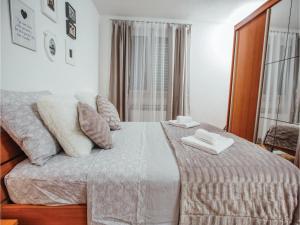 Five-Bedroom Holiday Home in Prolozac Donji, Holiday homes  Donji Proložac - big - 22