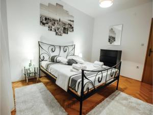 Five-Bedroom Holiday Home in Prolozac Donji, Holiday homes  Donji Proložac - big - 21