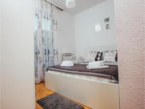 Five-Bedroom Holiday Home in Prolozac Donji, Holiday homes  Donji Proložac - big - 17