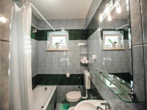 Five-Bedroom Holiday Home in Prolozac Donji, Dovolenkové domy  Donji Proložac - big - 15