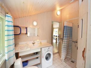 Holiday home Snebollevej Væggerløse IV, Holiday homes  Bøtø By - big - 4