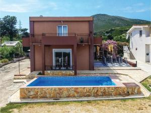 Six-Bedroom Holiday Home in Kastel Novi, Dovolenkové domy  Kaštel Novi - big - 45