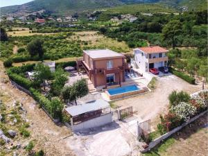 Six-Bedroom Holiday Home in Kastel Novi, Dovolenkové domy  Kaštel Novi - big - 10
