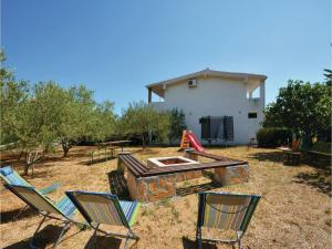 Six-Bedroom Holiday Home in Kastel Novi, Case vacanze  Kastel Novi - big - 9
