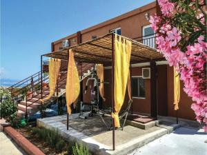 Six-Bedroom Holiday Home in Kastel Novi, Case vacanze  Kastel Novi - big - 42