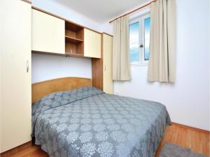 Six-Bedroom Holiday Home in Kastel Novi, Case vacanze  Kastel Novi - big - 23